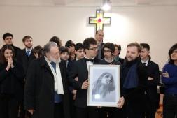 Mateusz Perz vince, un Concert, la Borsa di Studio e la Litografia di Gerardo Iovino, che consegna il premio