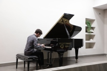 Mario Carbone al pianoforte